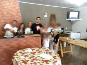 MP-PR ainda divulgou uma foto que comprova que ex-prefeito participou da festa (Foto: Divulgação/ Ministério Público do Paraná)