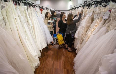Canadian brides hunt for second hand bargains as wedding