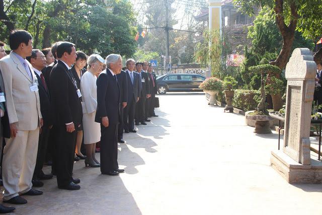 Nhật Hoàng, Nhật Hoàng thăm Việt Nam, Nhật Hoàng viếng cụ Phan Bội Châu