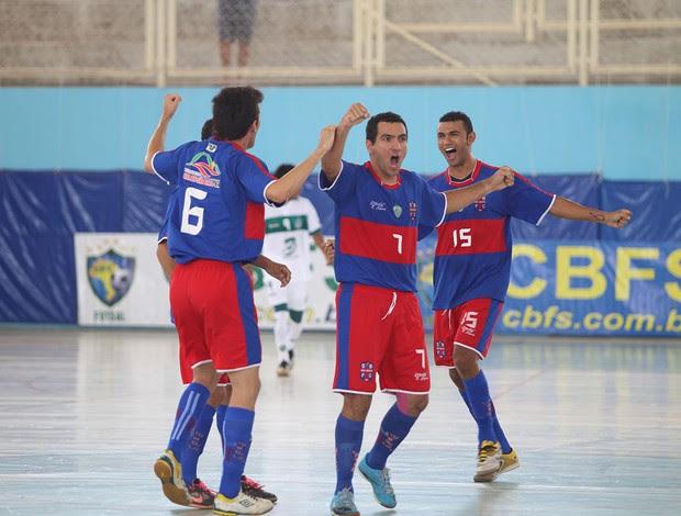 Jogadores do Alecrim comemoram gol na final da Taça Brasil de Futsal, em Assú (Foto: Zerosa Filho/CBFS/Divulgação)