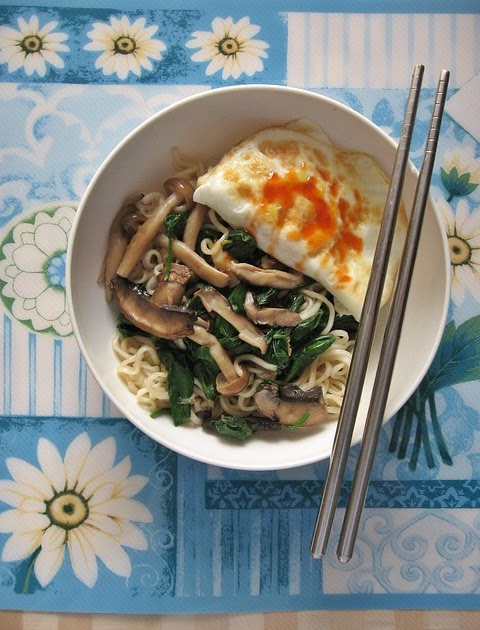 Mushrooms Spinach Saute with Noodles and Egg 清炒蘑菇菠菜