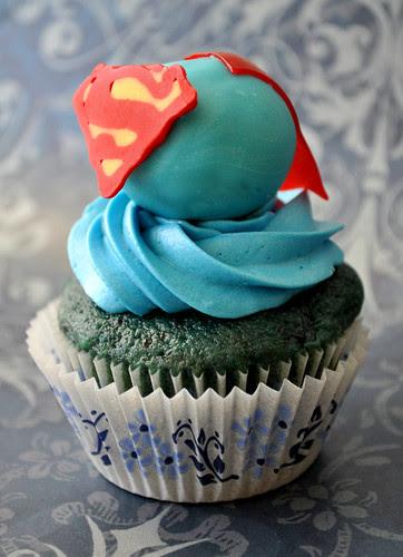 Superman Cupcakes 2
