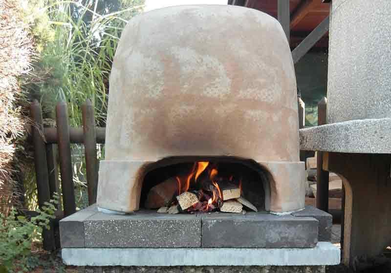 A Diy Pizza Oven Using Garden Pots Grand Voyage Italy
