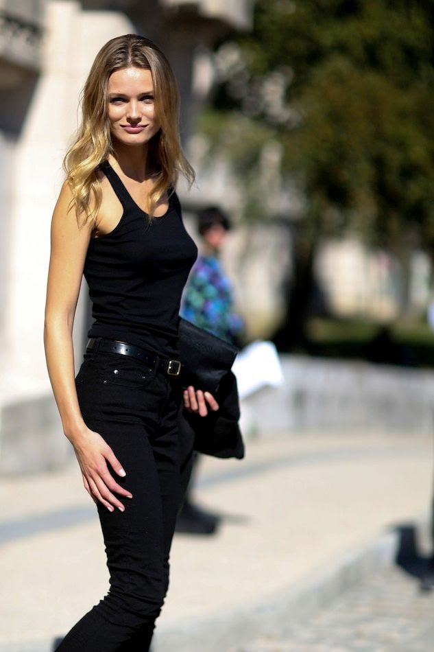 Le Fashion Blog Model Off Duty Paris Street Style Edita Vilkeviciute All Black Classic Summer Look Wavy Hair Tank Top High Waisted Jeans Via Style Bistro