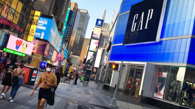 Gap shares tumble as earnings fall short, retailer 'remains optimistic' about the holidays