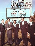 Da sinistra, Sinatra, Martin, Davis jr, Lawford e  Bishop in «Ocean's Eleven»