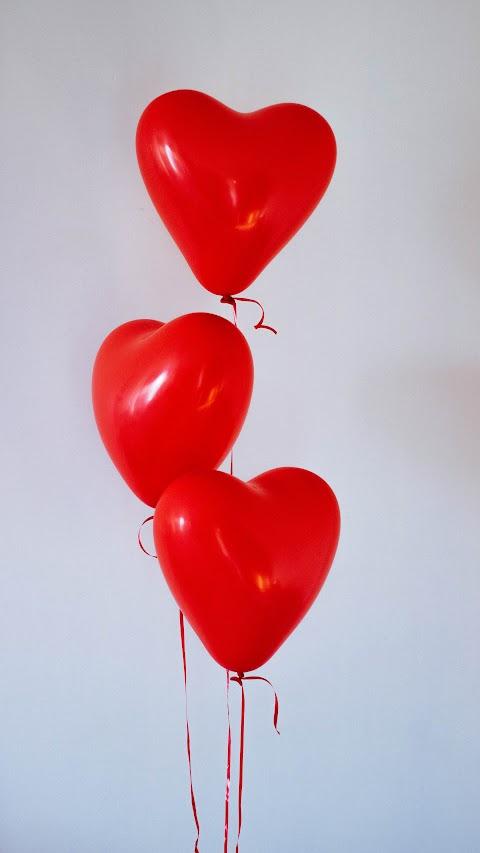 خلفية قلوب حب حمراء بالونات بدقة عالية hd