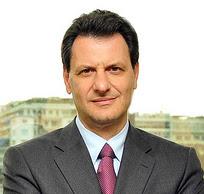 Ελληνικά: Ο Θόδωρος Σκυλακάκης είναι ανεξάρτητ...