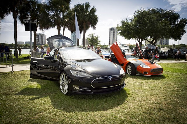 Tesla Model S and Spyker LM85