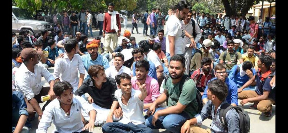 Students protest in BHU, strike in hospital, patient worried