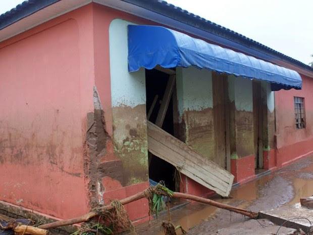 Temporal destruiu ruas e casas em Itaóca, no Vale do Ribeira, interior de São Paulo (Foto: Gilmar dos Santos Araujo / VC no G1)