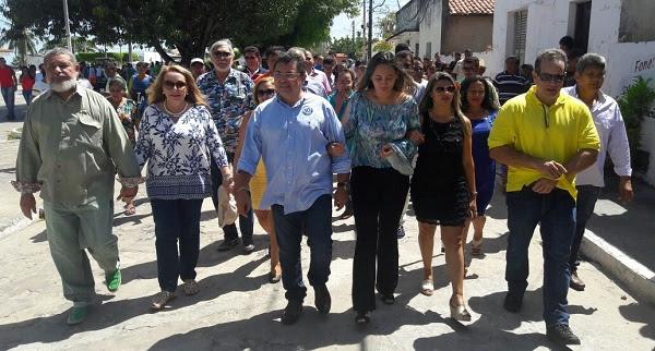 O PREFEITO SÉRGIO ALBUQUERQUE, EX-PRFEITO JOÃO NETO COM O CANDIDATO GEORGE LUÍS E O GRUPO.