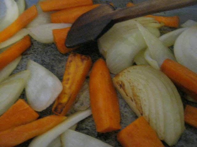 Обжариваем лук и морковку