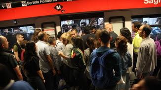 Intentat entrar en un comboi de la línia 1 a l'estació de la Sagrera (ACN)