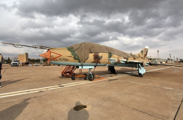 Febrero de 2011, Irán Un ex iraquí Su-22UM3K, (de los cuales aterrizó en Irán en 1991, durante la primera Guerra del Golfo), con los colores iraníes. Uno de los muchos cuyas imágenes y la historia están por venir y decir. (Imagen: elhangardetj)