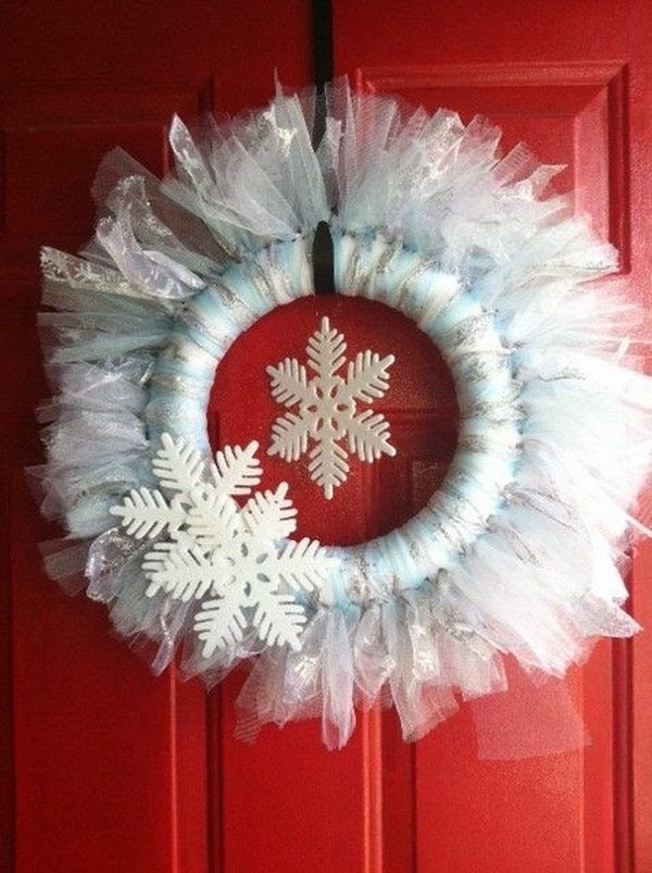 DIY christmas wreath ideas white tulle wreath snowflakes front door ideas