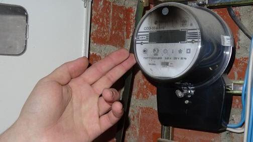 Что делать, если сгорел электросчетчик и кто должен его менять