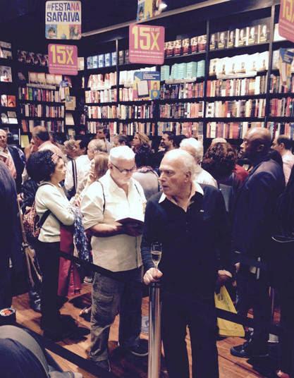 A livraria estava lotada. Fãs de diversos lugares do Brasil foram à noite de autógrafos para prestigiar Paulo Henrique Amorim