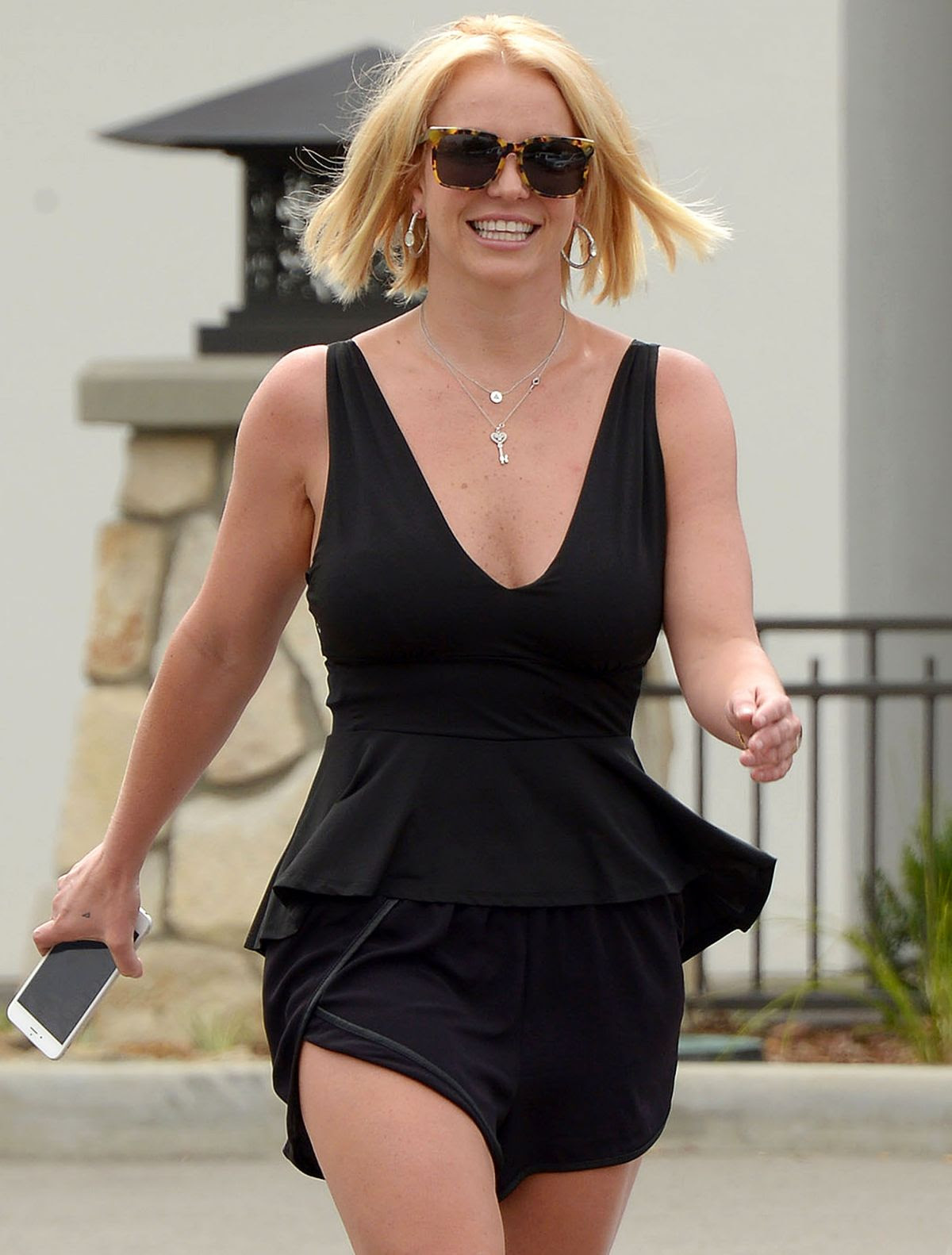 BRITNEY SPEARS Out and About in Thousand Oaks 06/10/2015
