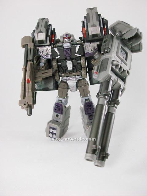 Transformers Onslaught Universe Deluxe - modo robot de batalla