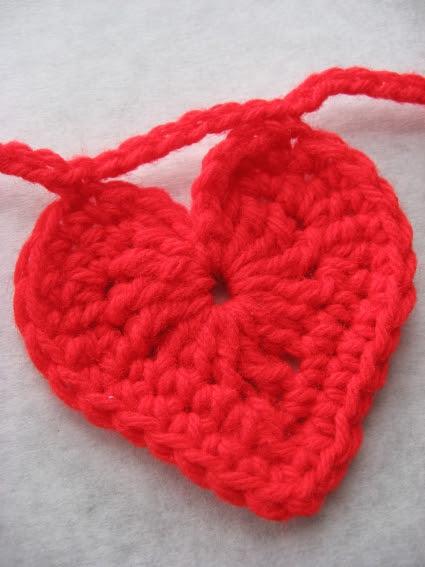 crochet-heart-garland-1