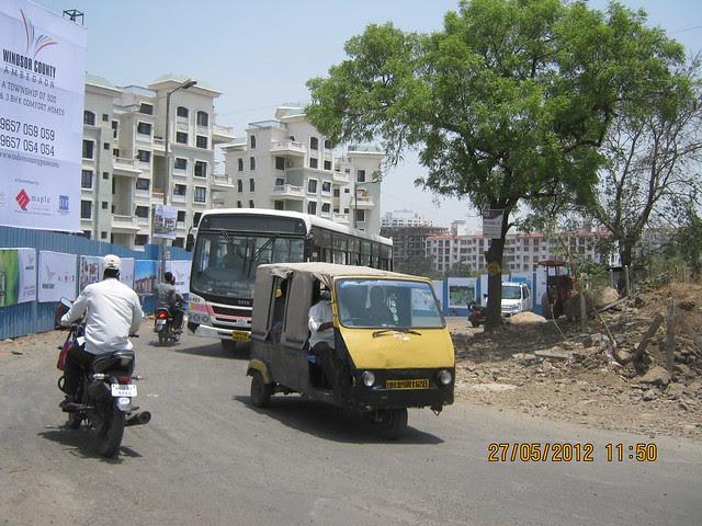 Traffic on the Hairpin Turn of Katraj Ambegaon Khurd Road - Visit Windsor County, 1 BHK 2 BHK & 3 BHK Flats near Reelicon Garden Grove, Datta Nagar, Ambegaon Budruk, Pune 411046