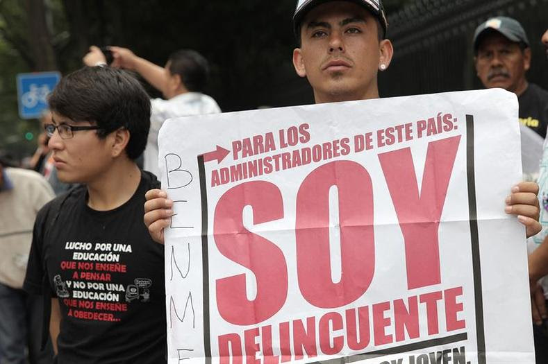 The union represents some 200,000 teachers, mostly in poor rural areas, and was established as an alternative to the corporatist SNTE union, which is aligned with the Peña Nieto government and is considered the largest union in Latin America.