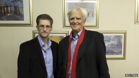 German MP Hans-Christian Stroebele (right) with Edward Snowden