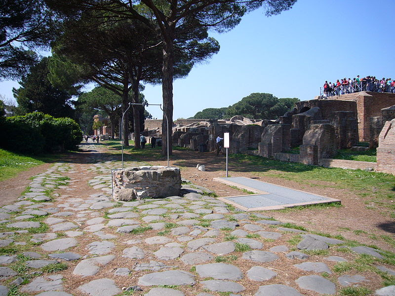 File:Ostia scavi - Pozzo 1020327.JPG