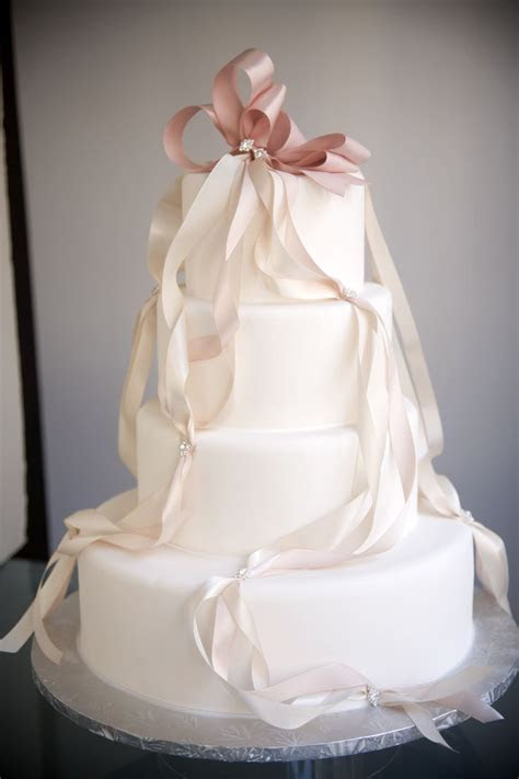 25  best ideas about Ribbon wedding cakes on Pinterest