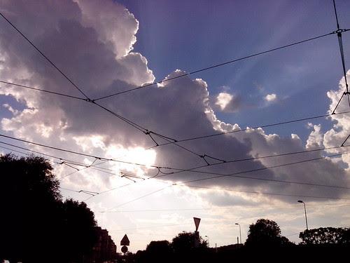Raggi di sole oltre le nuvole by Ylbert Durishti