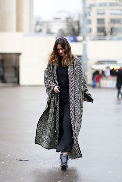 how to wear a maxi dress in winter-maxi dresses-navy-coat-blanket coat-