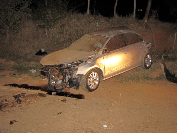 Jovem de 21 anos morre após carro capotar na MG-354 em Luminárias (Foto: Corpo de Bombeiros)