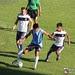 Matías Quiroga aguanta la marca de dos rivales