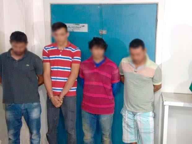 Quatro dos cinco presos na tentativa de assalto em Vitória da Conquista  (Foto: Blog Blitz Conquista)