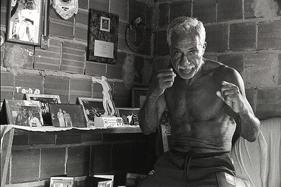 """Touro Moreno, 75, não gostou da casa que ganhou do programa """"Caldeirão do Huck"""""""