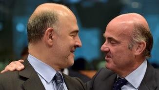 El comissari europeu de Finances, Pierre Moscovici, i el ministre d'Economia, Luis de Guindos, en una reunió a Brussel·les (Reuters)