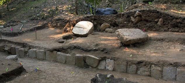 Os blocos esculpidos foram encontradas no local da escavação La Corona, na Guatemala