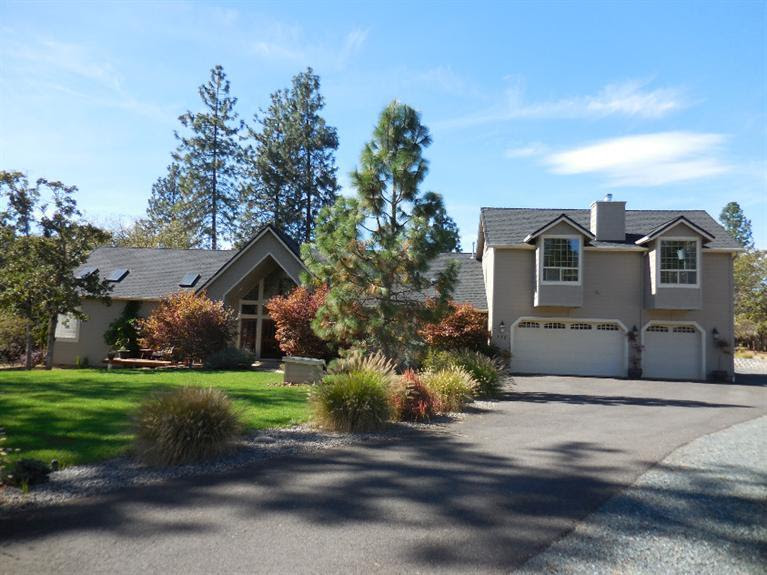Listing: 112 Palomino, Grants Pass, OR. MLS 2959775 Buy Southern Oregon Real Estate and