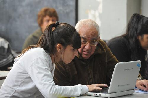 17.05.2012 Alumnos de Conectar Igualdad con adultos mayores en Lugano