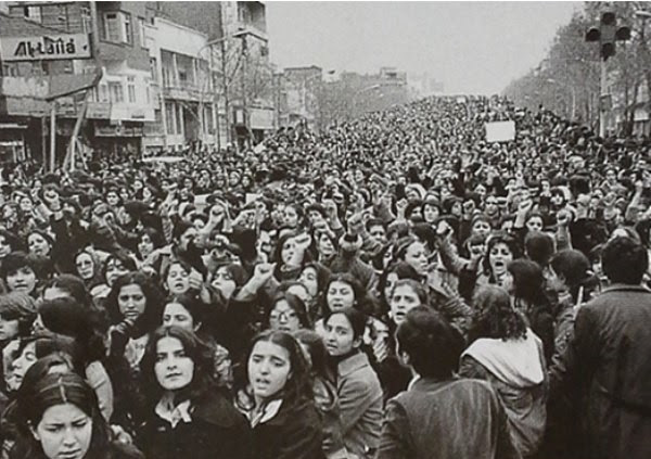 Women protest against the mandatory wearing of hijab in the days following the Iranian Revolution, 1979. Photo credit: Soroush90gh / Wikimedia