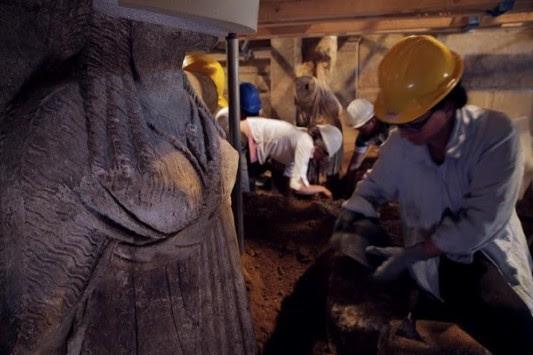 """Αμφίπολη: η """"τέταρτη πύλη"""" και ο νεκρός του τάφου – Το μεγάλο μυστήριο"""