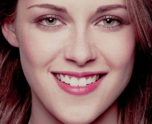 """allineediskristenstewart:   heykstew:  Her smile makes my life better.  """"Rose my color is and white, pretty mouth and green my eyes"""" J. D. Salinger"""