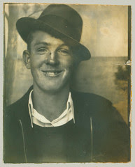 Photobooth man with hat.