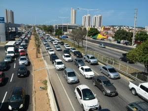 Trânsito ficou lento na pista principal da BR-101, em Natal (Foto: Klênyo Galvão/ Inter TV Cabugi)
