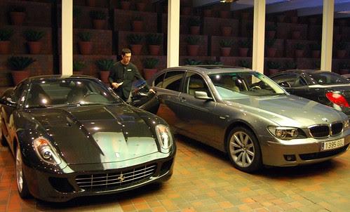 Ferrari och fet BMW