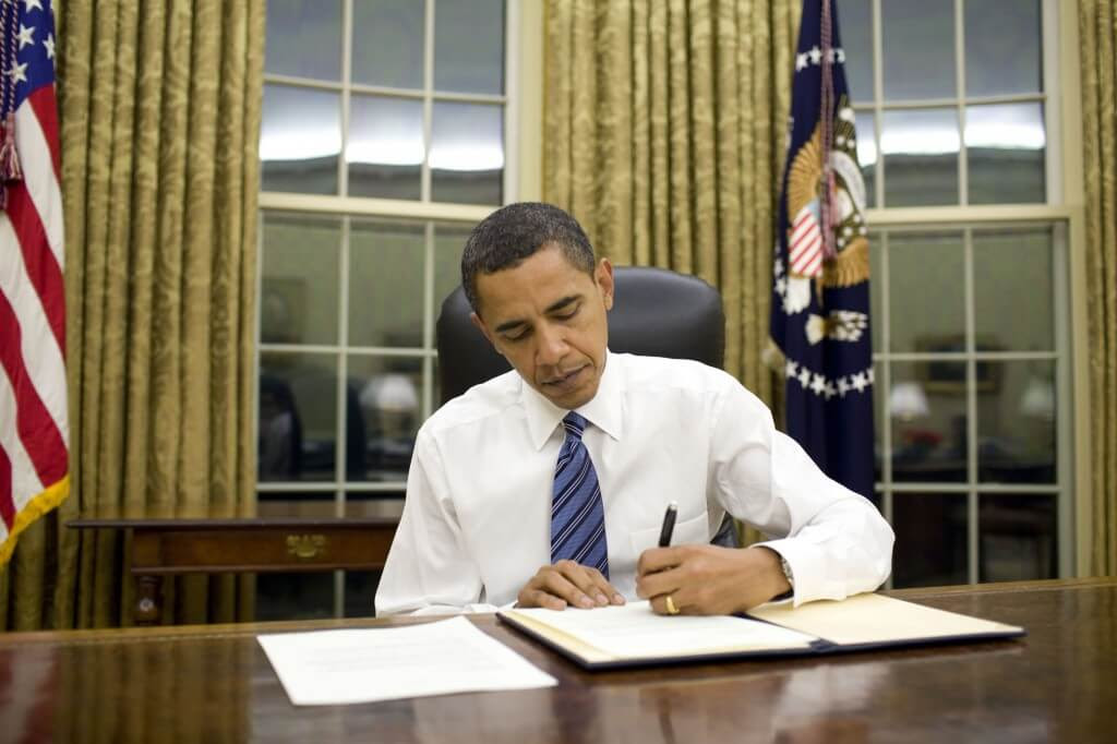 obama signing 1024x682 Obama could nullify the 2nd Amendment