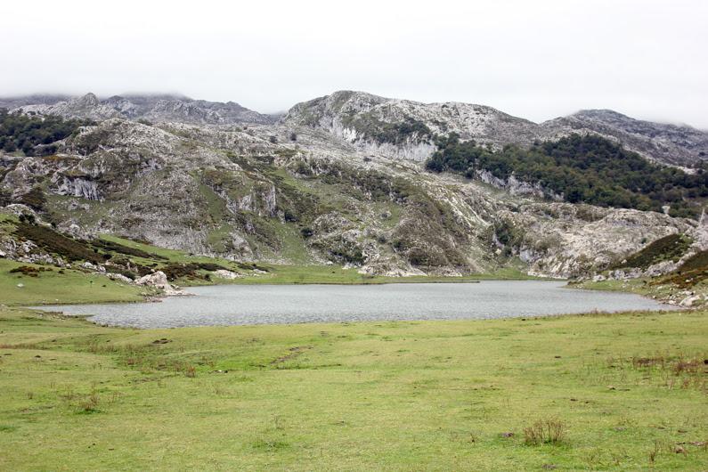 Covadonga---look-turismo---heelsandroses-(4)