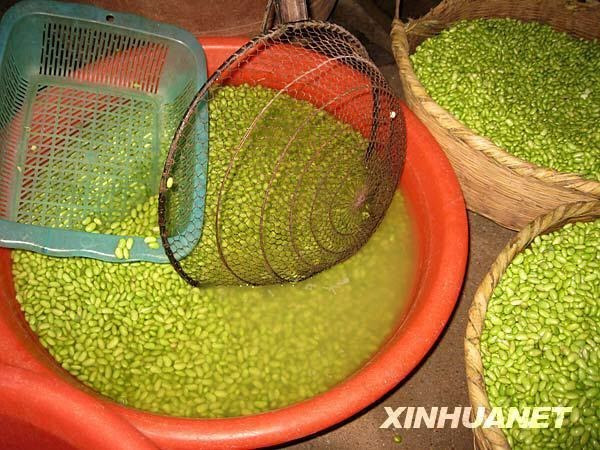 8 - Green peas. The China Daily reported food safety officials found artificial peas being made in two factories in Hunan province in 2010. Light green colorant and preservatives were added to the products which would later be sold as regular peas.