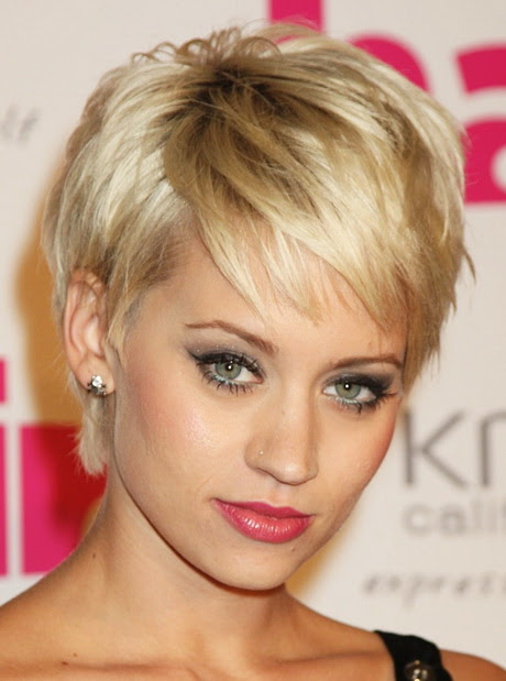 Short Hairstyles For Women Over 40 With Round